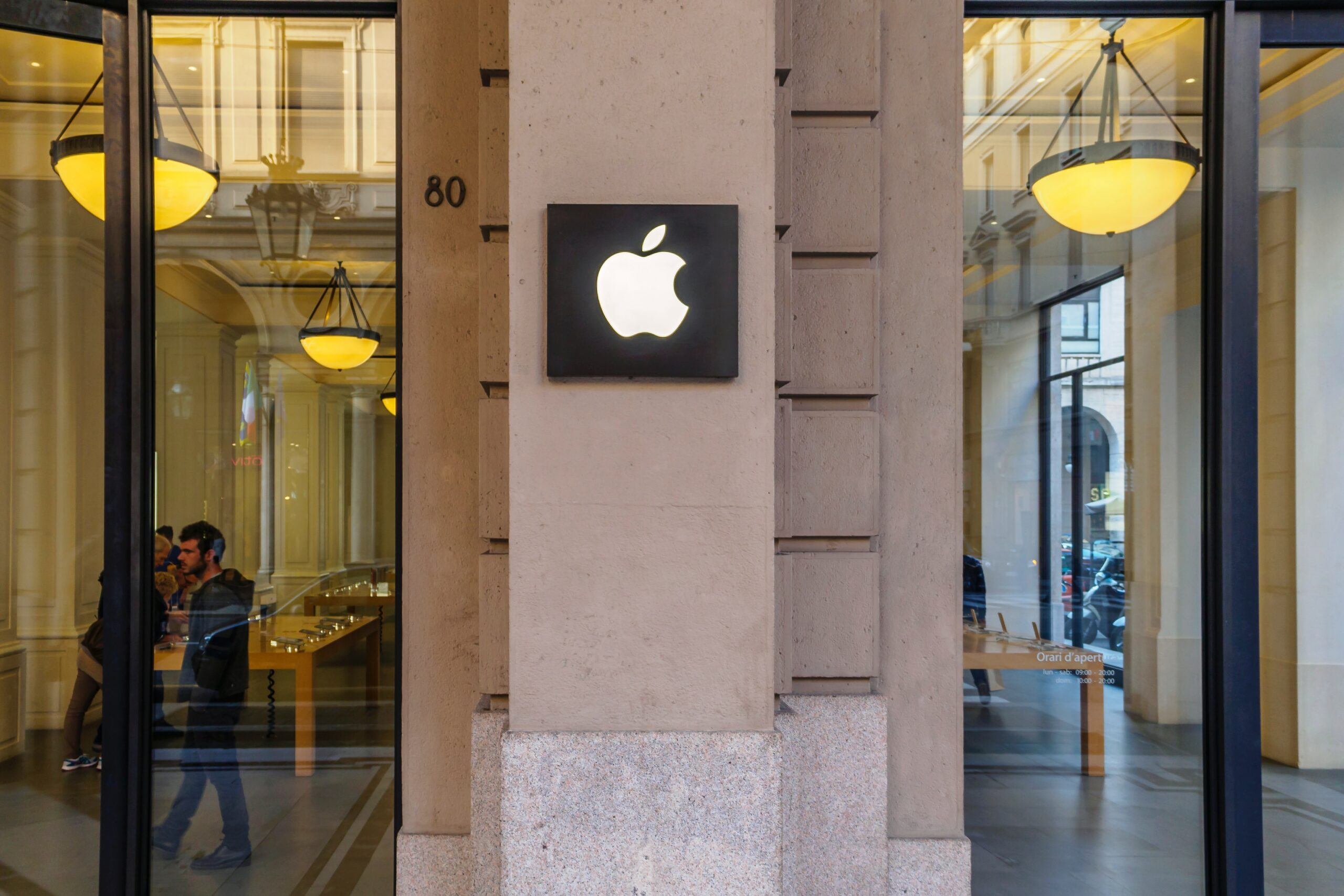 Apple-store-sign