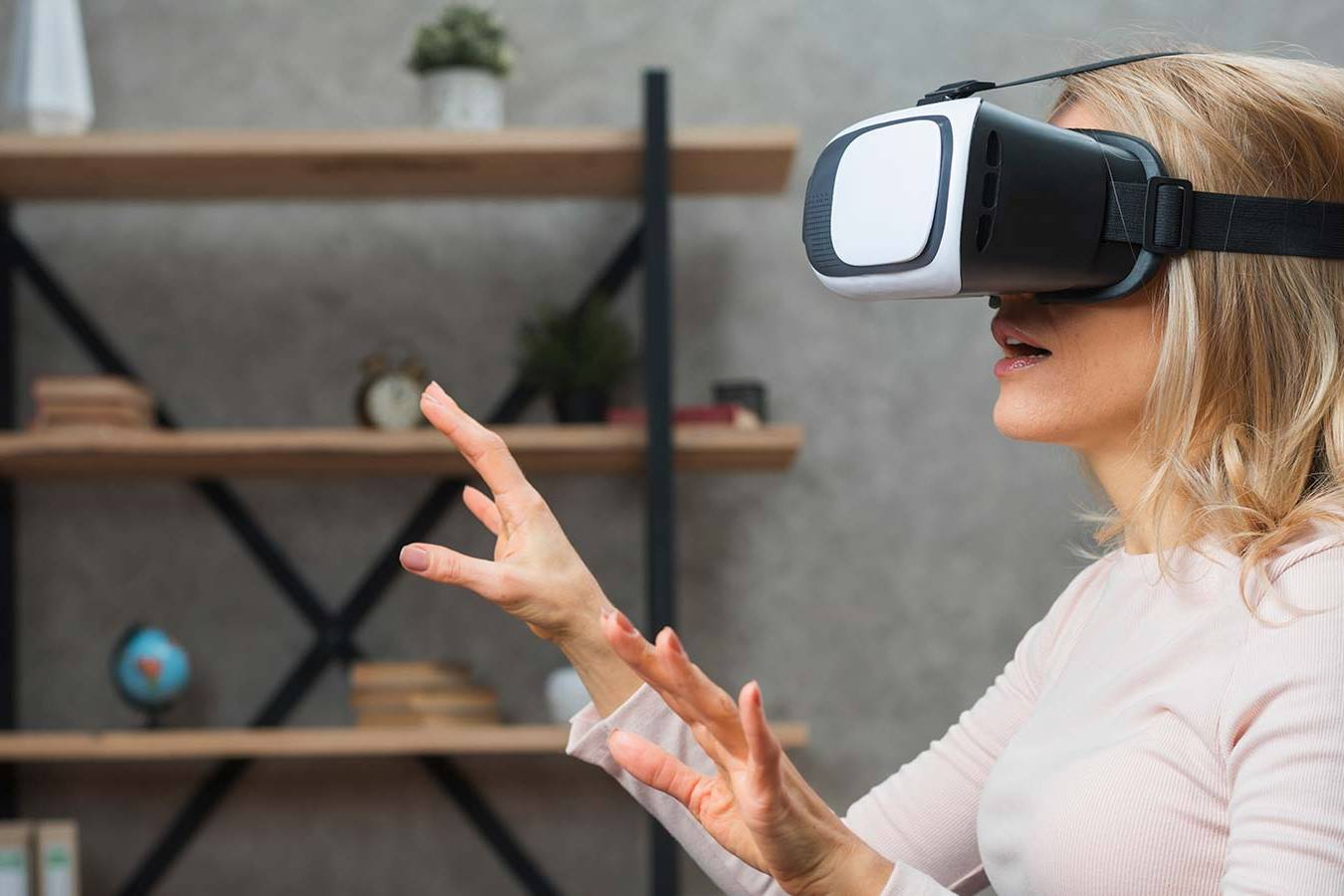 woman-with-vr-glasses