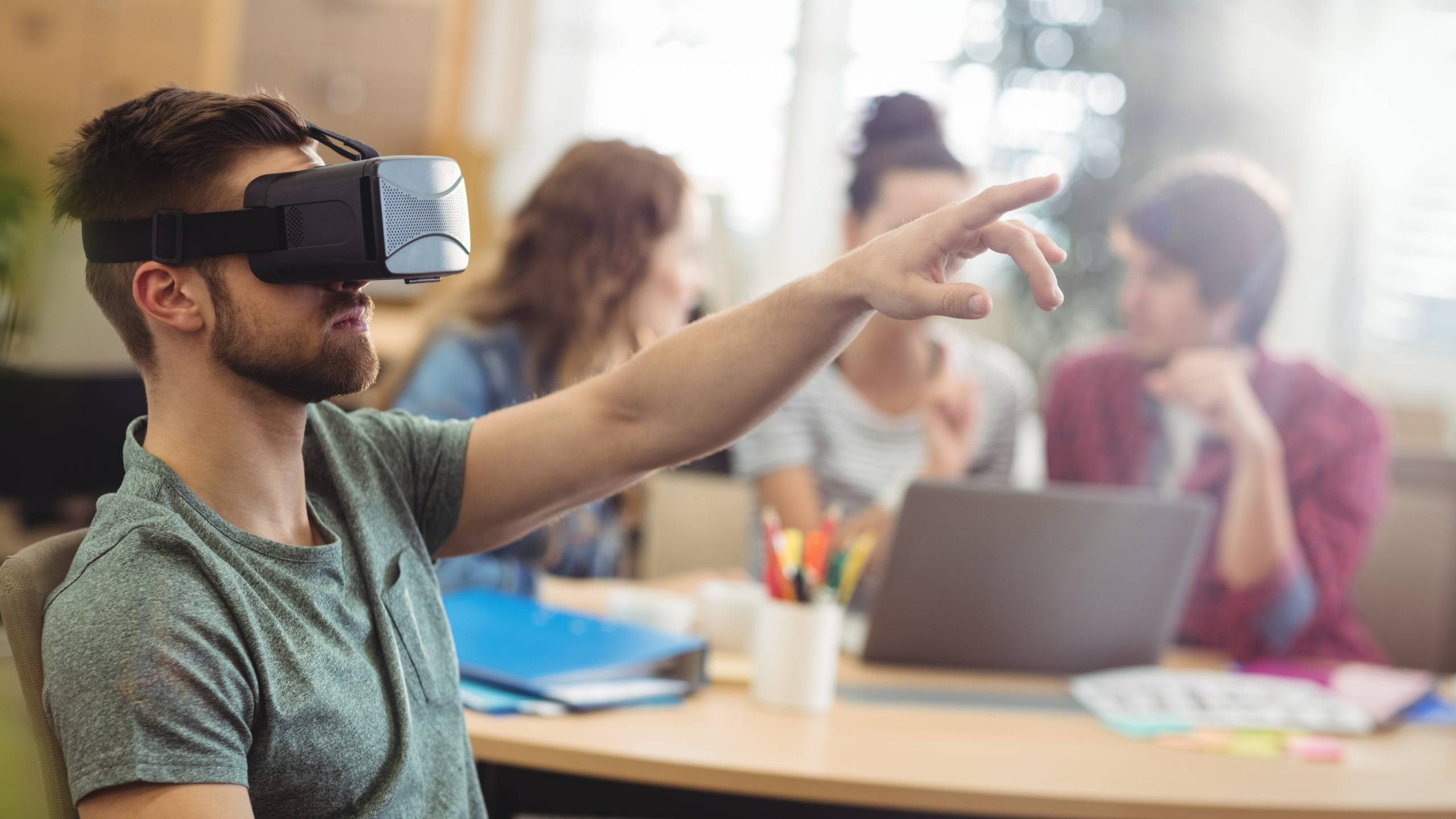 Male business executive using virtual reality headset in the office e-learning